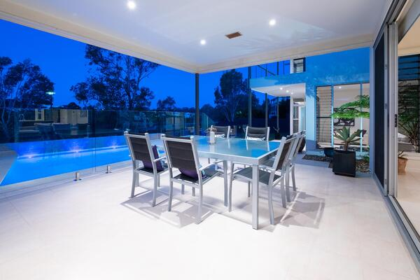 shaded_entertainment_home_in_summer