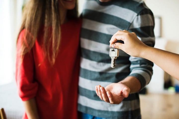 Courtier en travaux et les agences immobilières : un partenariat idéal