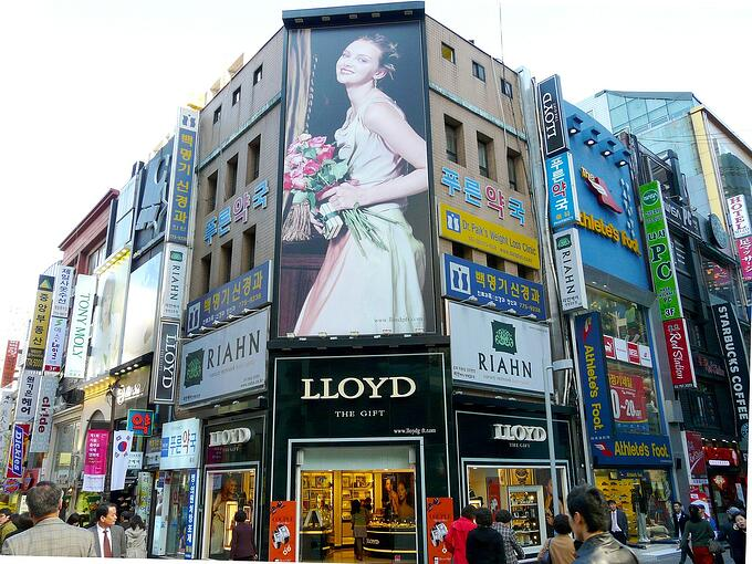 Digital or Static? What is the Right Outdoor Advertising Medium for You?