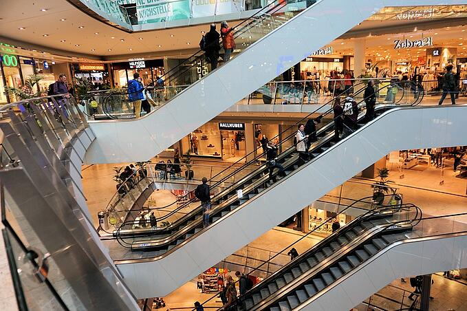 What makes Billboard Advertising in Malls So Effective?