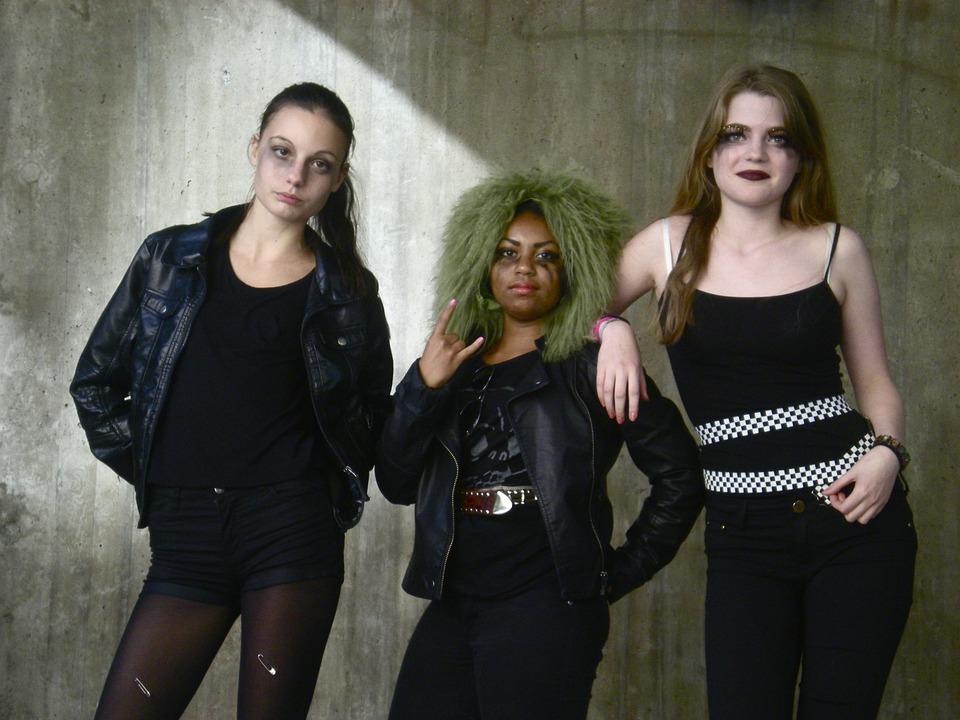 teenage-girls-238963_960_720.jpg