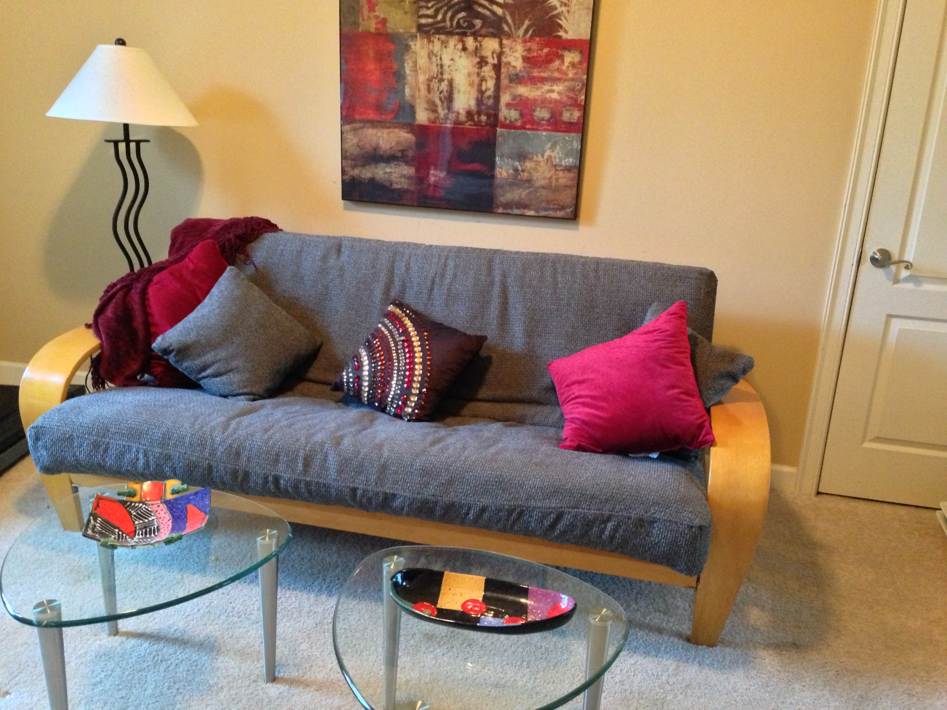 Futon lady 39 s blog decorating ideas using a futon for How to decorate room