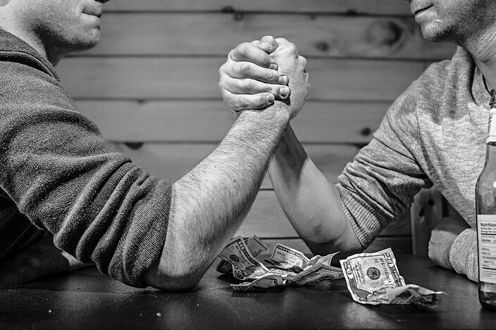 arm-wrestling-bar-betting-4417