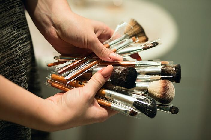 beauty-brushes-different-size-brushes-1171034