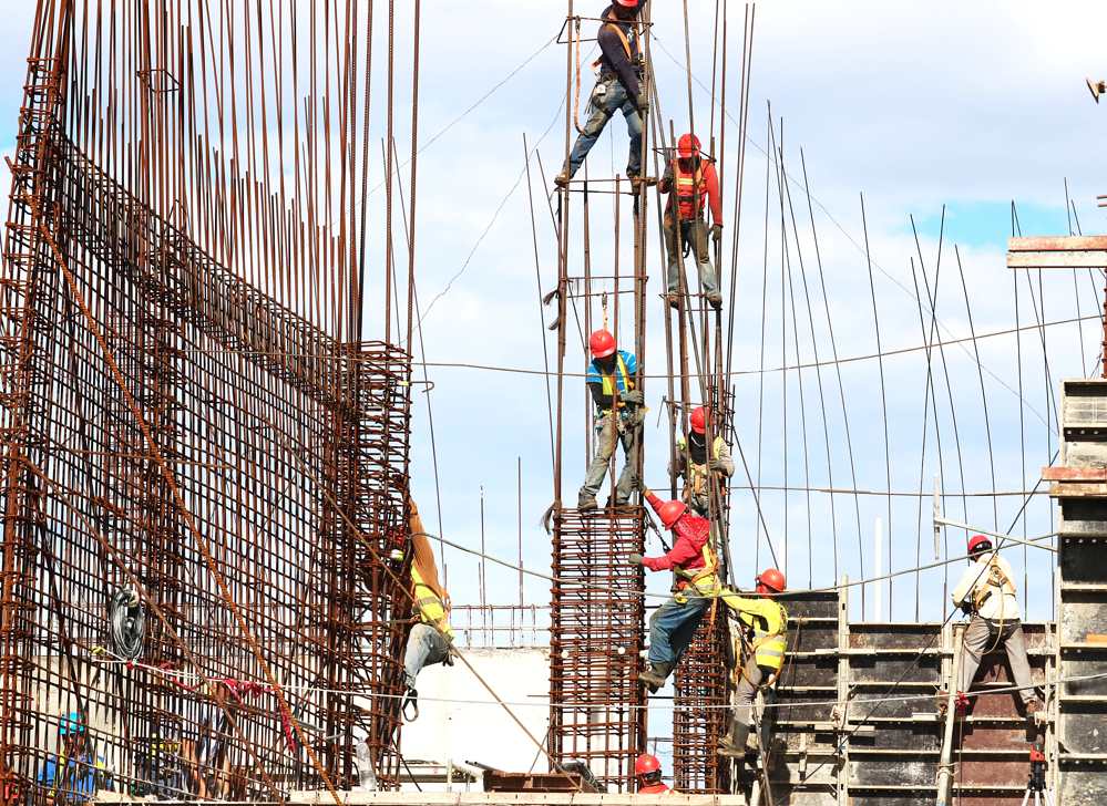 osha safety regulations construction workers working on construction site