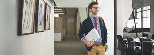 Tres sencillos pasos para elegir el proyector para oficina ideal
