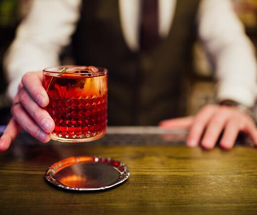 red-negroni-cocktail-picture-id1134307338