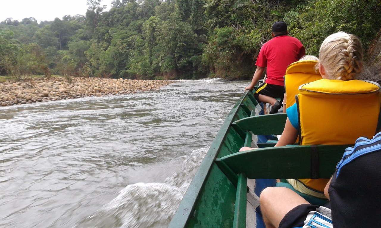 Long_boat_to_Temburong_NP_sm