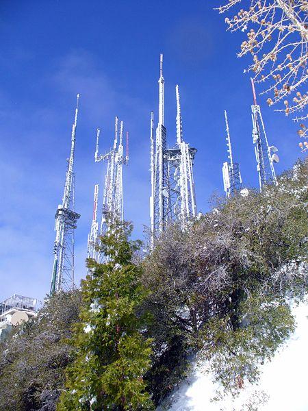 450px-Mt_Wilson_antenna_farm_winter