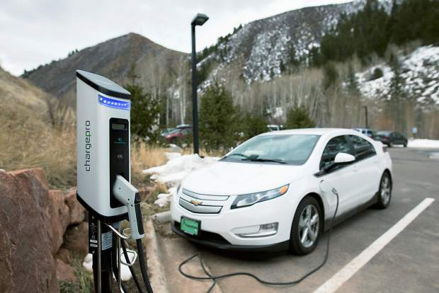 Electric-Vehicle-Eagle-County-Test-Drive-Event-Walking-Mountains-Vail