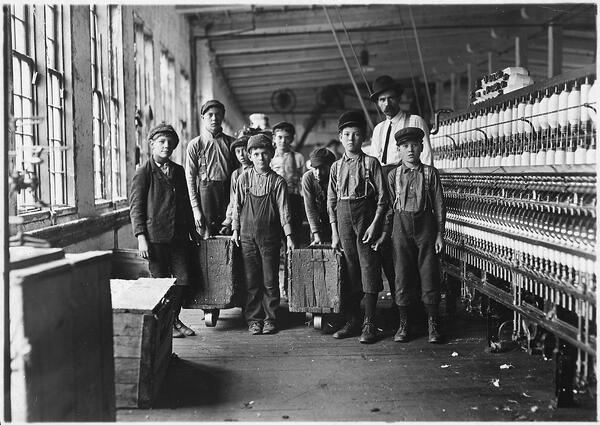 young children working in cotton mill