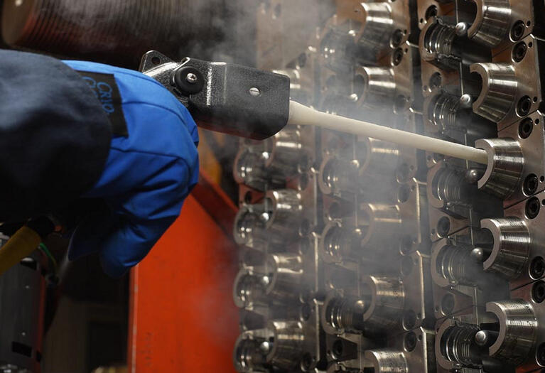 Automotive molder reduces cleaning time by 75% with dry ice blasting