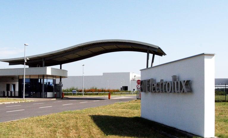 Electrolux Hungria reduz refugos de produção com gelo seco