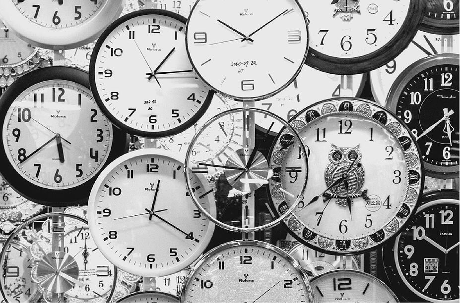 black-and-white-black-and-white-clocks-707676-1-2