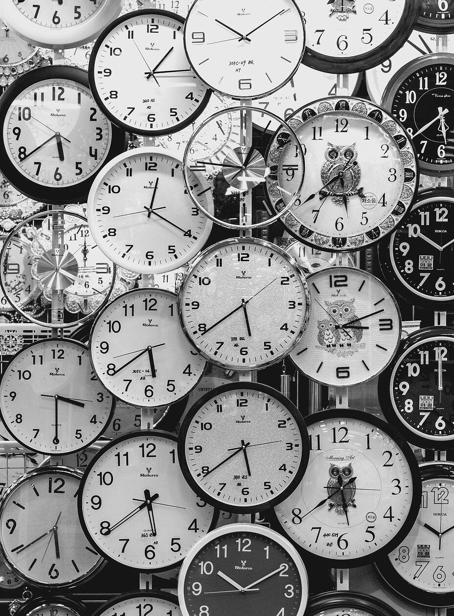 black-and-white-black-and-white-clocks-707676-1
