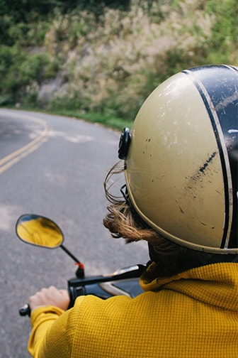 como-limpiar-casco-moto-min