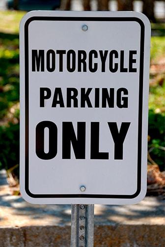 donde-se-puede-aparcar-una-moto-cab-min