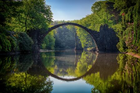 arch-bridge-clouds-814499