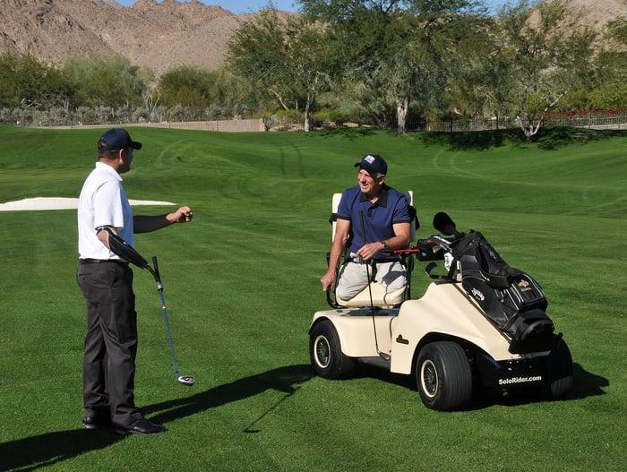 Amputee veterans golfing