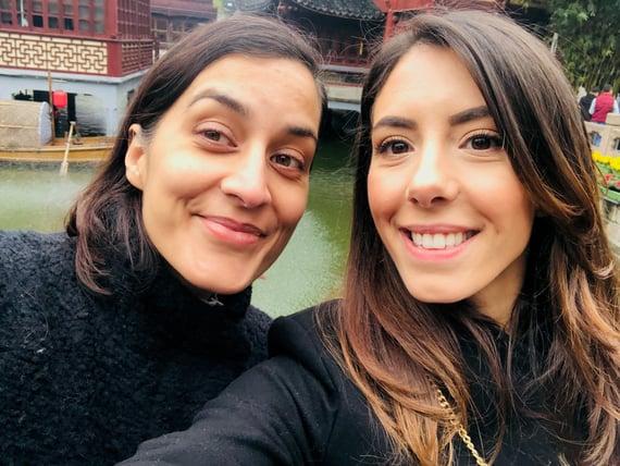 Vibeke och Sara i Shanghai