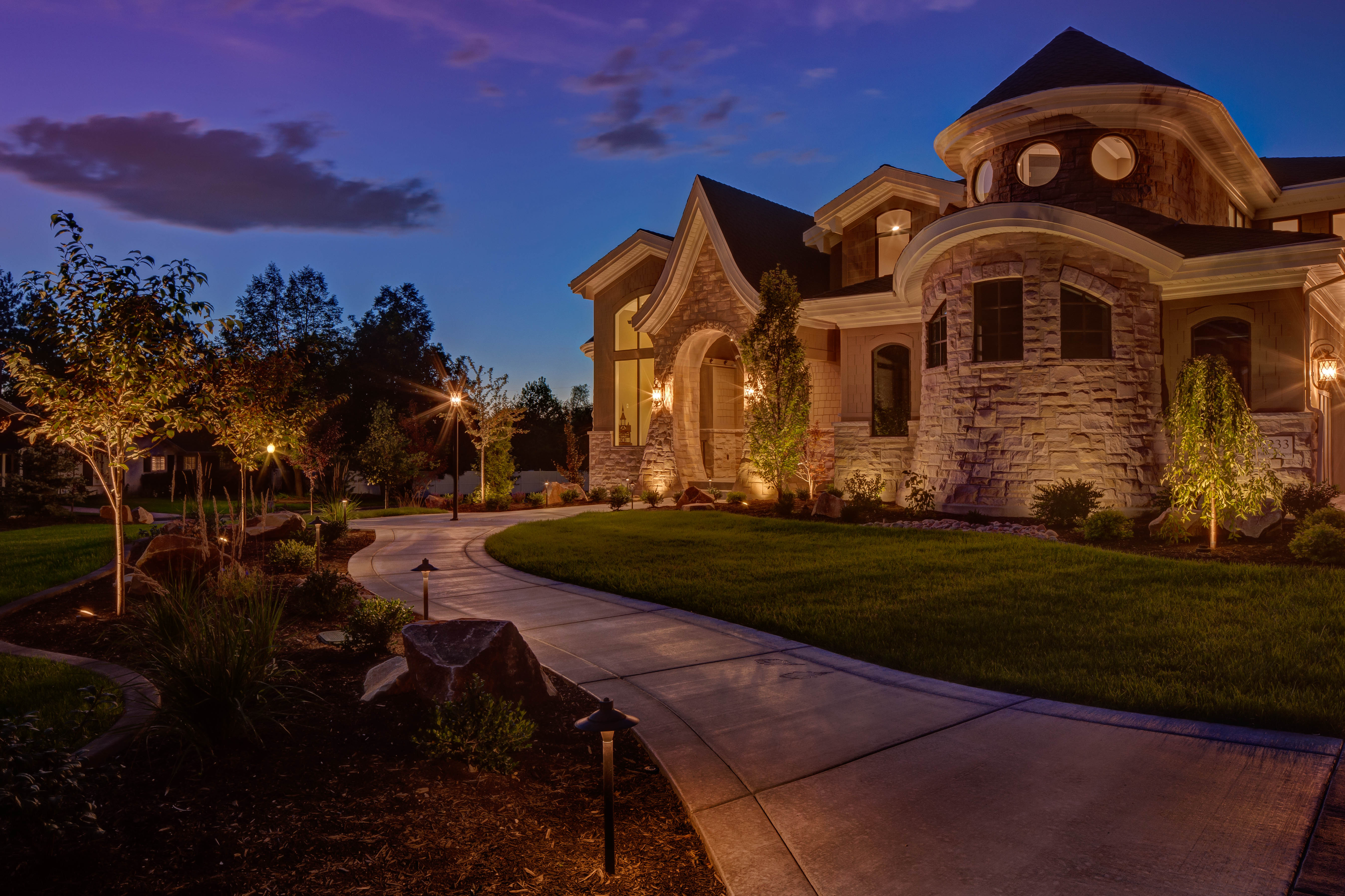 Landscape lighting concepts for your home for Outdoor lighting concepts