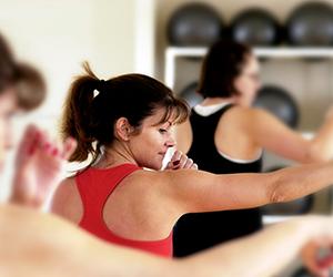 woman in cardio kickboxing class in sacramento