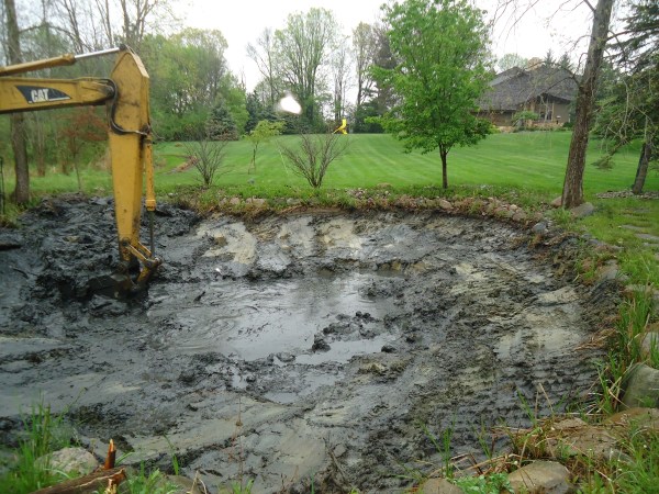 Flint michigan pond maintenance service michigan genesee for Pond cleaning services