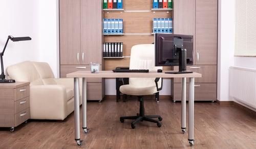 L'achat d'une chaise et d'un bureau ergonomiques