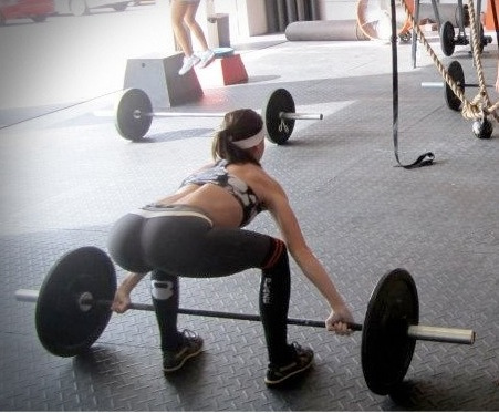 8 Reasons Why Women Should Carry Heavier Weights: