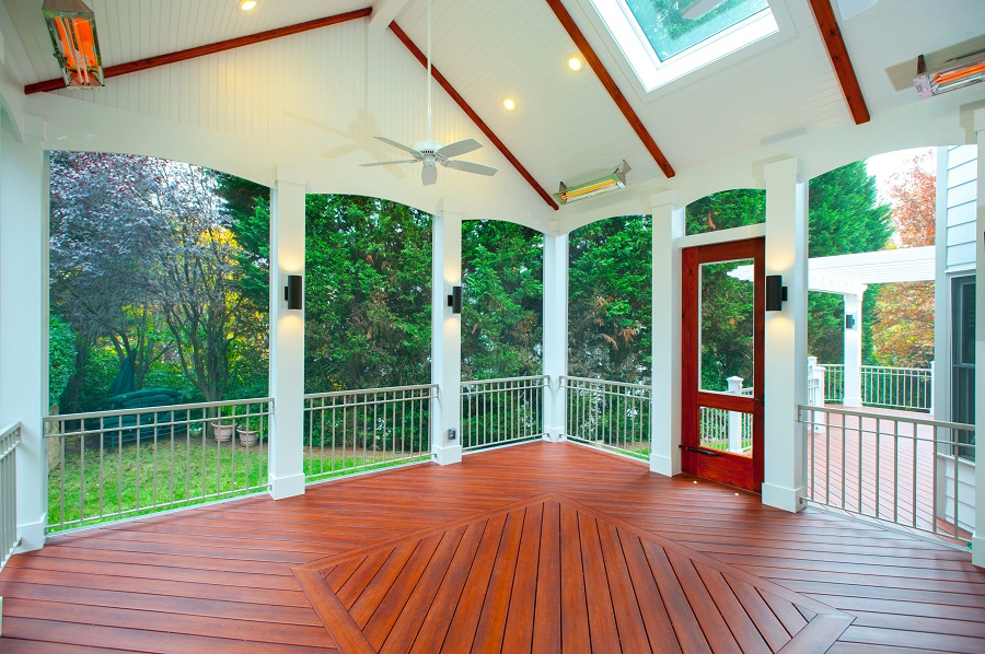 Safe Screened Porch : Are wood railings or vinyl better for a screened