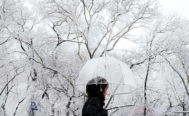 nyc-spring-snow-gty-hb-180402_hpEmbed_13x8_992