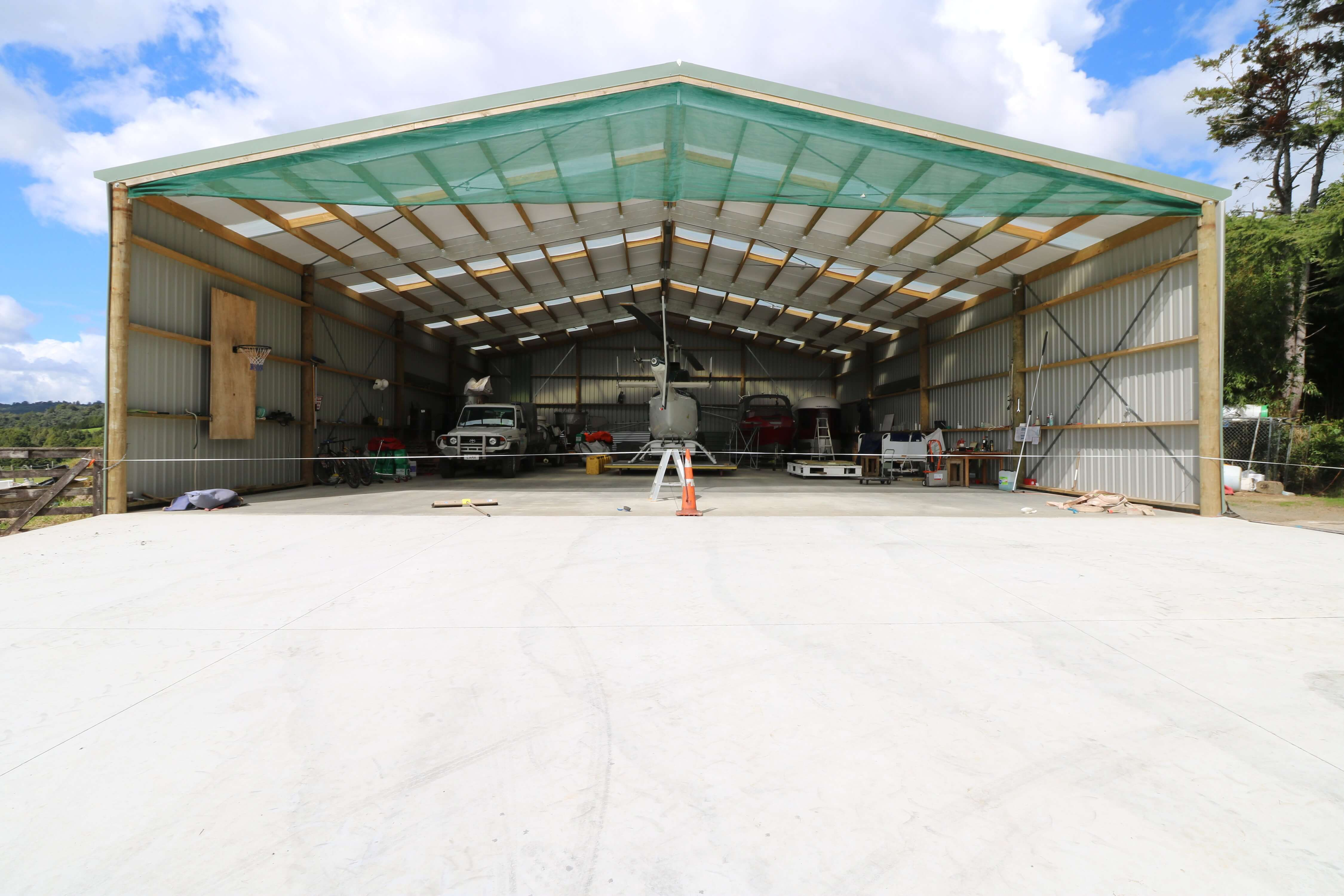 Helicopter hangar with 5m bays and open storage
