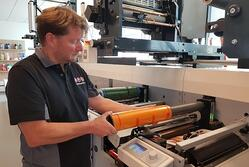 Higher efficiency with non-stop print change-over technology