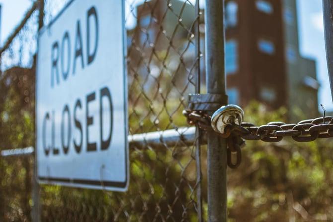 road-closed-sign-951409-pexels-1300px