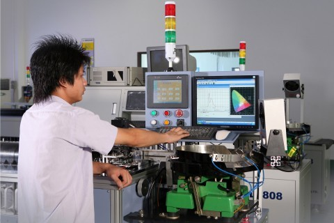 Figure 1: Miniature spectrometers perform well in LED sorting operations, where rapid data acquisition and measurement accuracy are critical.