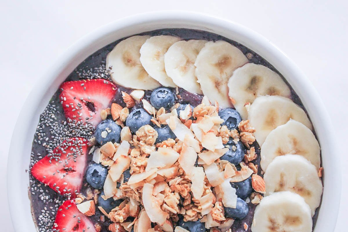 Vegan-Berry-Green-Smoothie-Bowls-with-fruit-and-granola-86