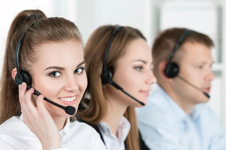 Pros and Cons of Outsourcing Calls With An Answering Service Or Call Center