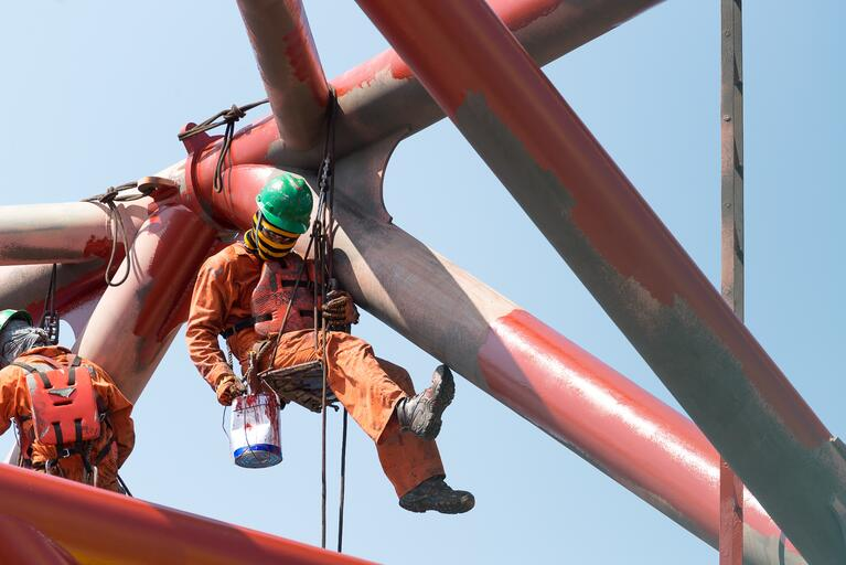 3 Ways to Protect Your Oil and Gas Employees from Falls