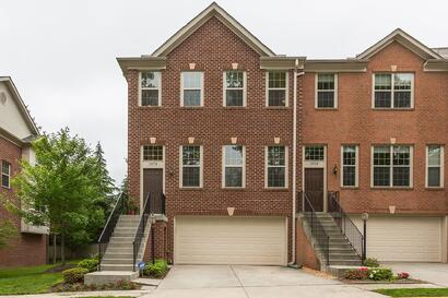 NEW LISTING: 4 bd End-unit Townhouse in Centreville, VA