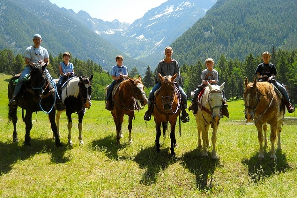 horseback-riding-in-Montana-1-1