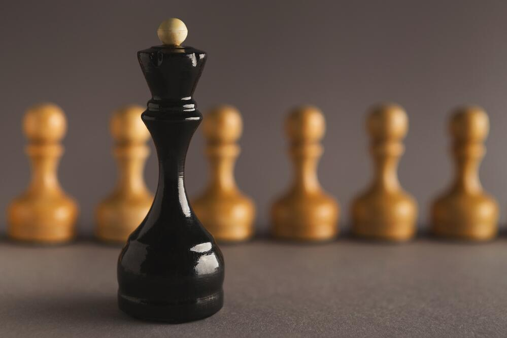 abstract-leadership-business-concept-with-chess-T5ZWEM9