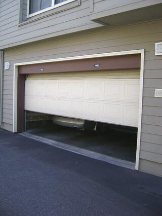 Garage_door_sliding_up.jpg