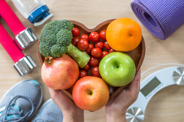 fruits-and-vegetables-in-bowl-around-weights-flatlay