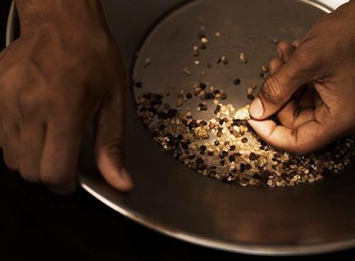 hands panning for gold-blog.jpg