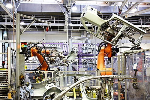 robots welding in car factory-blog.jpg