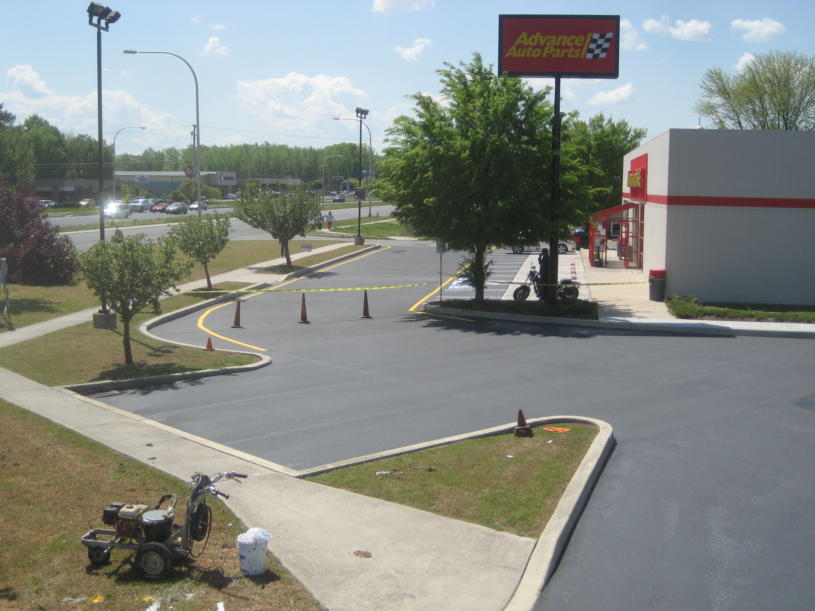 how much does it cost to sealcoat an asphalt parking lot