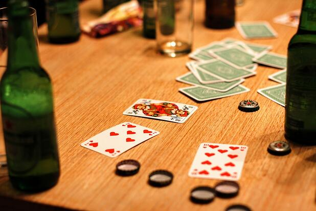 card_game_play_playing_cards_gambling_alcohol-1196467.jpg!d.jpeg