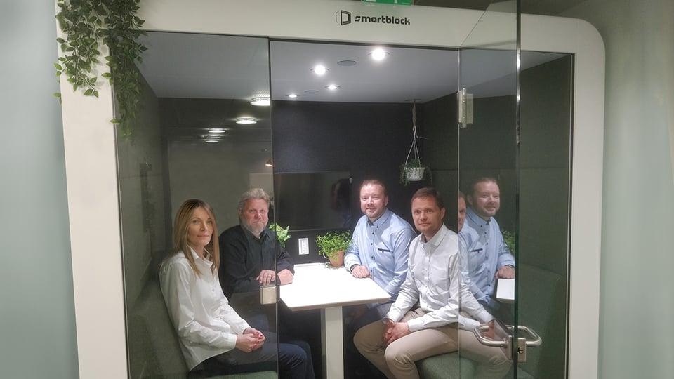 Praecom Smartblockin jälleenmyyntikumppaniksi – kompaktit kohtaamistilat ratkaisevat kokoustamisen ja tiimityön haasteita