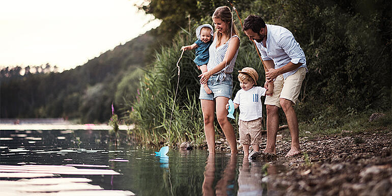 a-young-family-with-two-toddler-children-outdoors-EQWA8HM