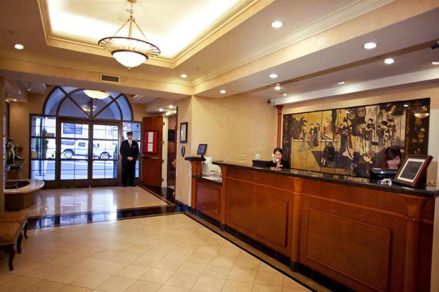 How to find the right cash management solution for your hotel for Decor your hotel